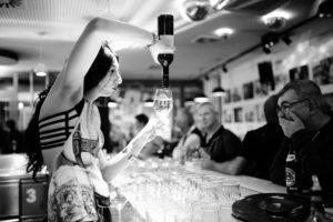 Thekendienst Drink 'n Drag Sub schwules Zentrum Copyright Mark Kamin